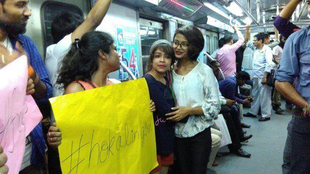 #HokAlingon Protests: Why A Free Hugs Movement In Kolkata Is Long