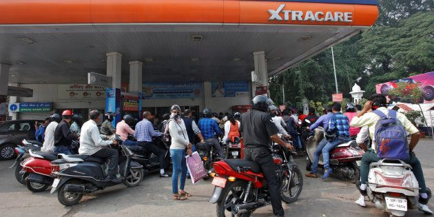Petrol Dealers Across India Won't Accept Plastic Money From 9 Jan In Protest Of Bank Transaction