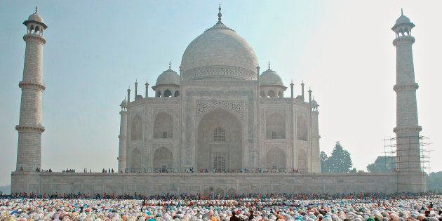 VHP Activists Vandalise Gate To Taj Mahal, Say It Blocks Access To Shiva