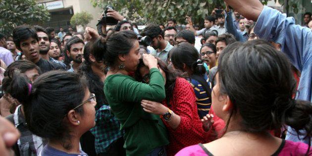 'Kiss Of Love' Protest Held In Kochi Against Shiv Sena's Moral