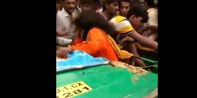 A Beggar Woman In Gujarat Has Been Lynched Because Of Child Lifting Rumors On Social
