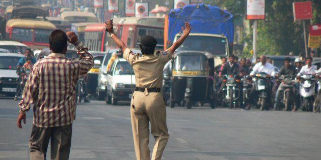 This Thane Woman Traffic Cop Got Rewarded For Teaching An Abusive Shiv Sena Worker A