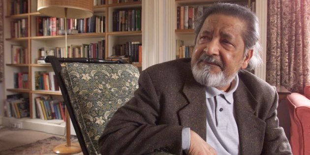 British author V.S. Naipaul at his home near Salisbury, Wiltshire,October 11, 2001 after it was announced...