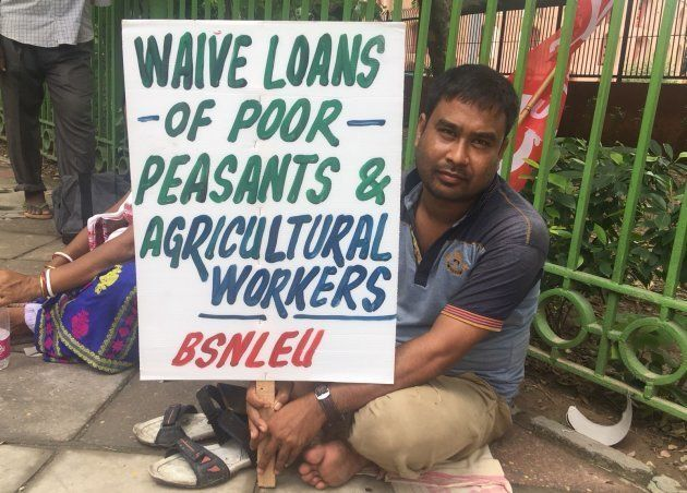 Vishnu Rai, a mid-day meal worker from Assam, protesting in the Kisan-Mazdoor Sangharsh