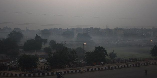 A view of the area near Geeta colony shrouded in smog on October 31, 2018 in New Delhi, India.