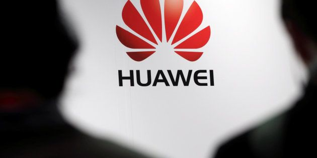 Journalists attend the presentation of the Huawei's new smartphone in Paris, May 7, 2014. REUTERS/Philippe...