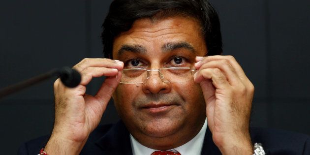 RBI Governor Urjit Patel Literally Ran Away From The Media At The Vibrant Gujarat Summit: