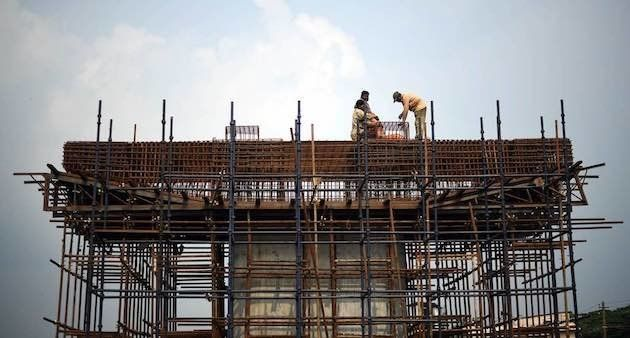 Migrant workers construct a bridge in Palakkad district (Photo by Centre for Migration and Inclusive