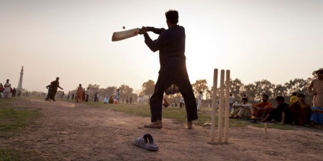 Cricket fans play in teams in Iqbal Park, Lahore, Pakistan, 27th March 2011. (Photo by Christopher Pillitz/GettyImages)