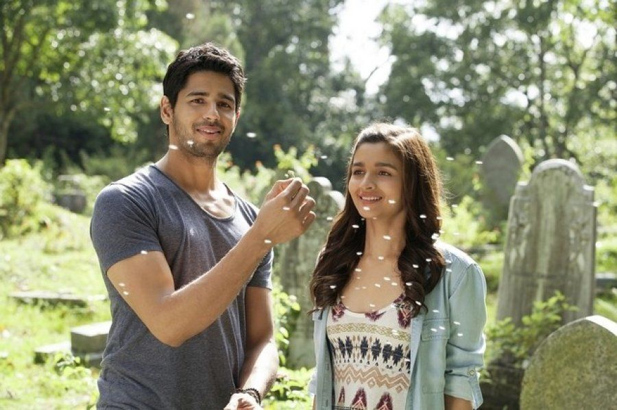 Sidharth Malhotra and Alia Bhatt in 'Kapoor and Sons'