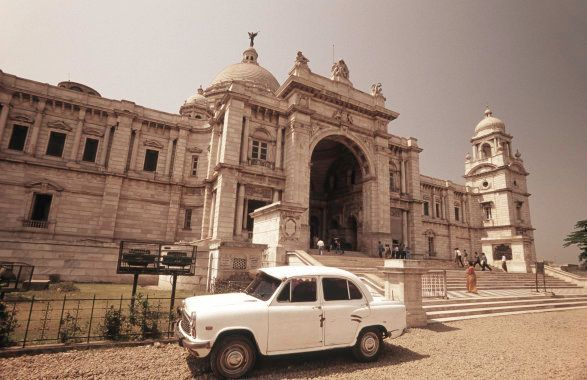 India, West Bengal, Kolkata, the Victoria Memorial with Hindustan Motors Ambassador