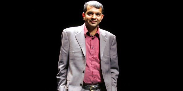 Suketu Mehta in Lille, France on 21 October, 2006.  (Photo by Franck CRUSIAUX/Gamma-Rapho via Getty Images)