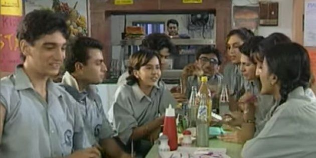 You Still Can't Get Over The Title Tracks Of These 90s Television