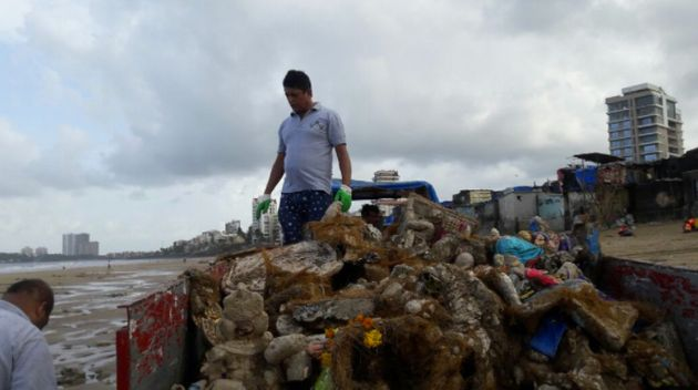 This Mumbai Man Gave Versova Beach A Makeover By Cleaning It Of 2.9 Million Kilos Of