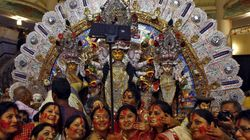 Kolkata Police Wants To Ban Selfies At Durga Pandals This