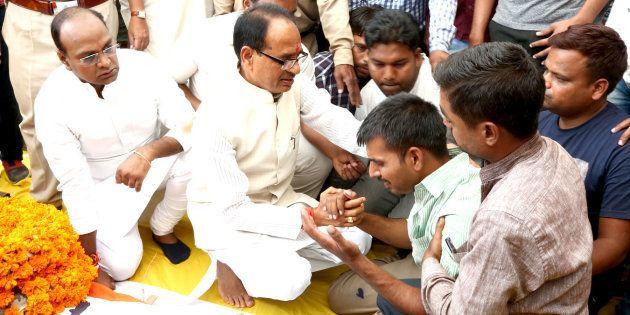 Madhya Pradesh Chief Minister Shivraj Singh Chauhan and state minister Vishvas Sarang console family...