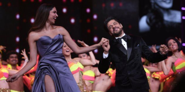 Shah Rukh Khan Grooved To 'Jabra Fan' With Deepika Padukone And Madhuri Dixit In The Most SRK Way