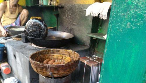 We Think These Are The Best Street Food Places In Kolkata.