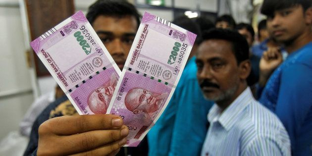 A man displays the new 2000 Indian rupee