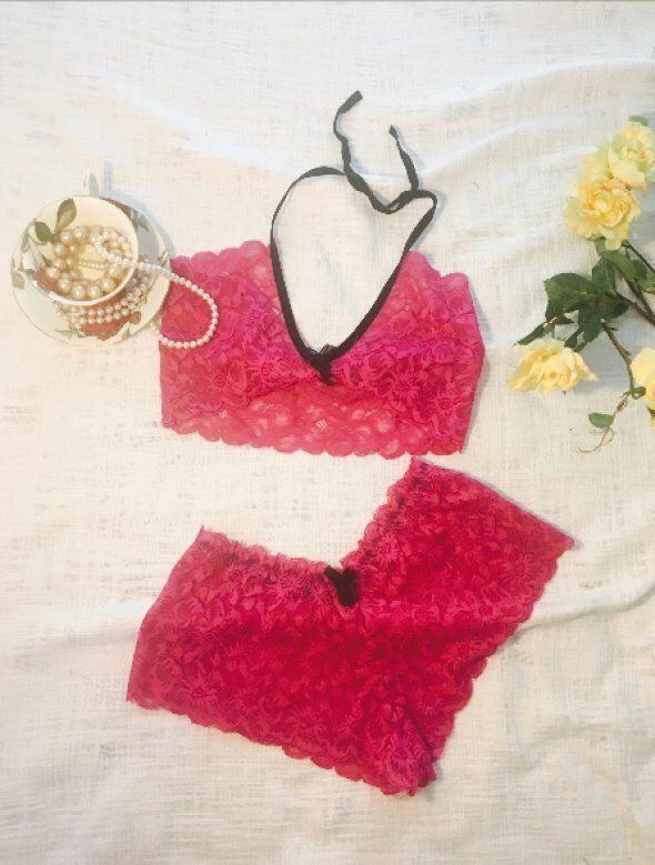You'll Get These Unbelievably Racy Lingerie Off Delhi's Streets For Less Than