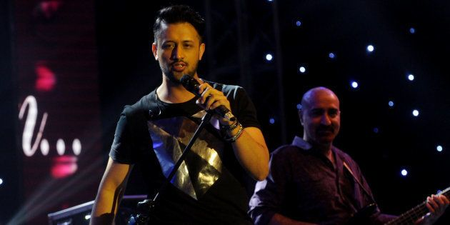 Atif Aslam Pauses Karachi Concert Mid-Way To Rescue Girl From