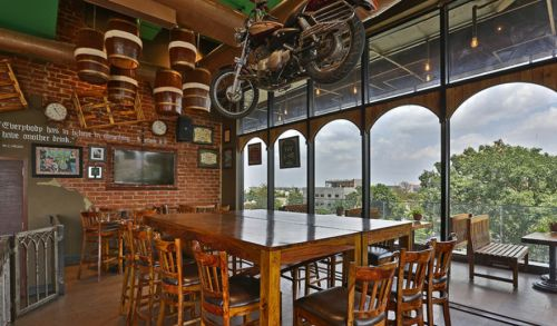 10 Must-Go Pubs In Bangalore For...