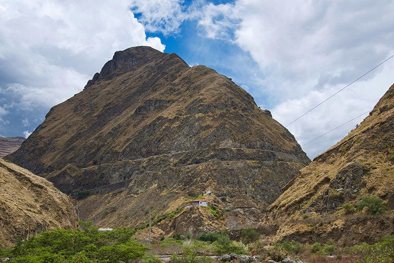 Travelling To Ecuador's Devil's Nose, The Most Perilous Train Journey In The