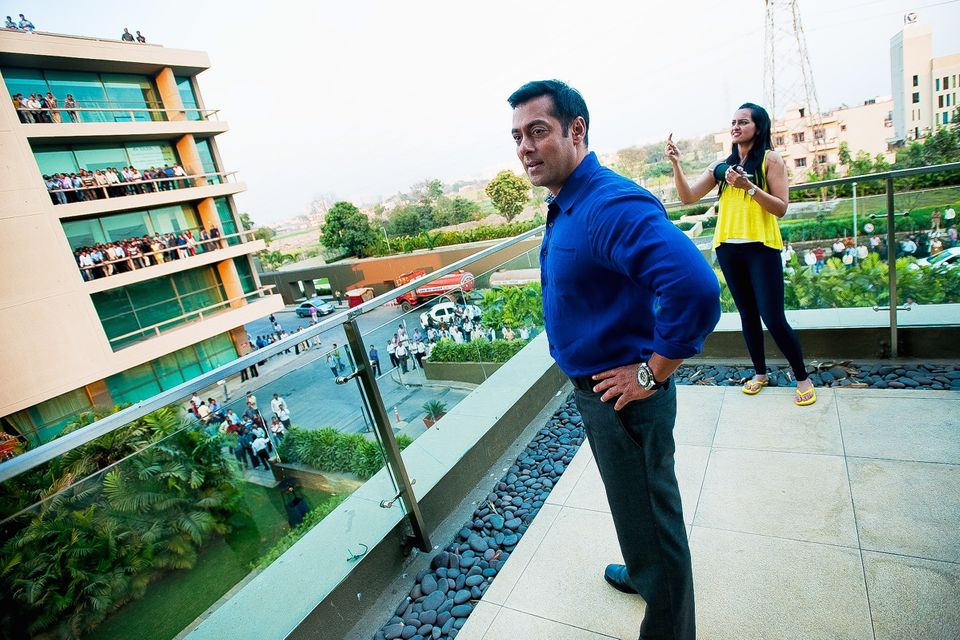 Salman Khan meets his fans in