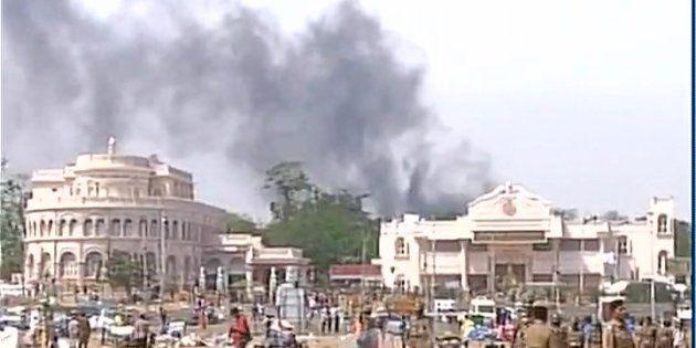 LIVE: Jallikattu Protests Turn Violent, Ice House Police Station Near Marina Beach Set On