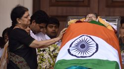 The Real Problem With Sasikala Claiming Jayalalithaa's Mantle Has Little To Do With Her