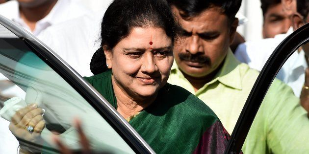 SC Declines Urgent Hearing Of PIL Seeking Stay Over Sasikala's Swearing-In As Tamil Nadu
