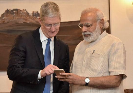 Narendra Modi with Apple CEO Tim