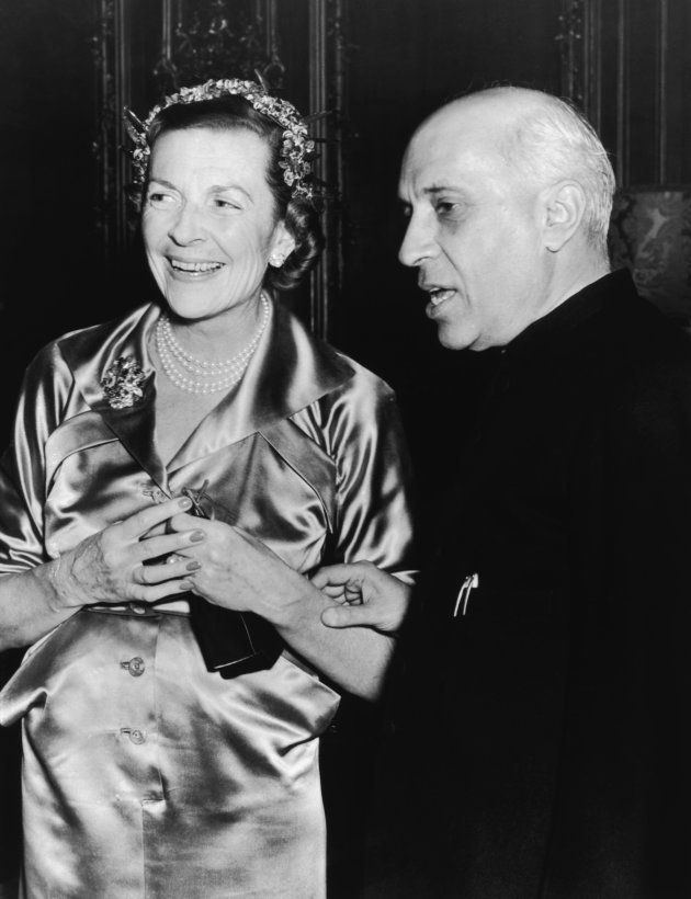 Lady Edwina Mountbatten (1901 - 1960) with Indian prime minister Jawaharlal Nehru (1889 - 1964) at a...
