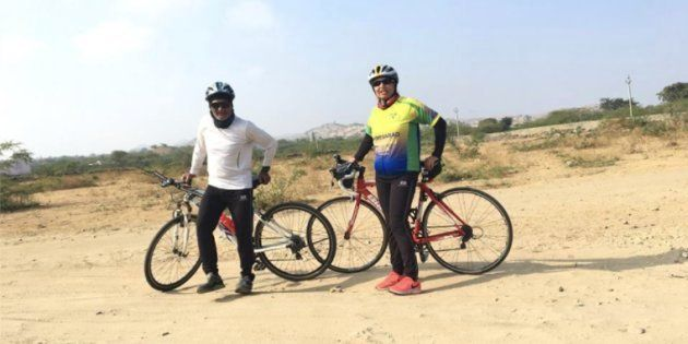 This Duo Cycled From Ahmedabad To Delhi Over 10 Days To Spread The Message Of Proper Waste