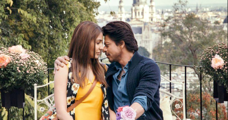 Anushka Sharma and Shah Rukh Khan in a still from 'Jab Harry Met