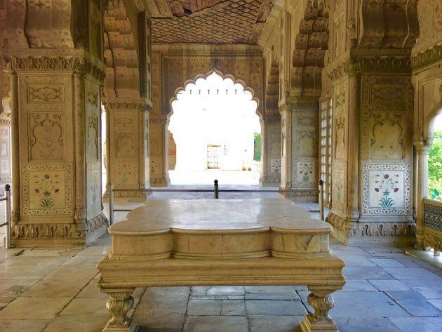 The beautiful rectangular pavilion, made of marble from top to bottom, had no rival anywhere on earth.