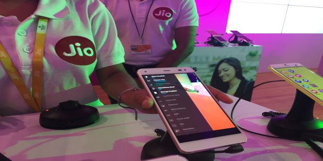 Reliance Jio Plans To Bring Micro ATMs To Help The Shift To