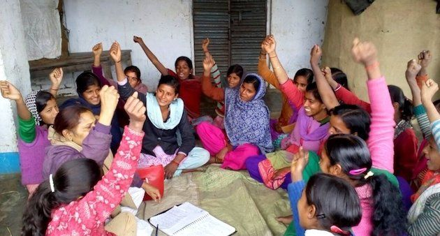 Girls of Sukanya Club are expressing solidarity at a meeting in West Champaran district. (Photo by Mohd...