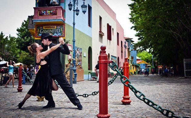 Tango on the streets of La Boca, Buenos