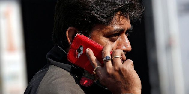 Smartphone Sales Down By 30.5% In Indian Cities Due To Demonetisation: