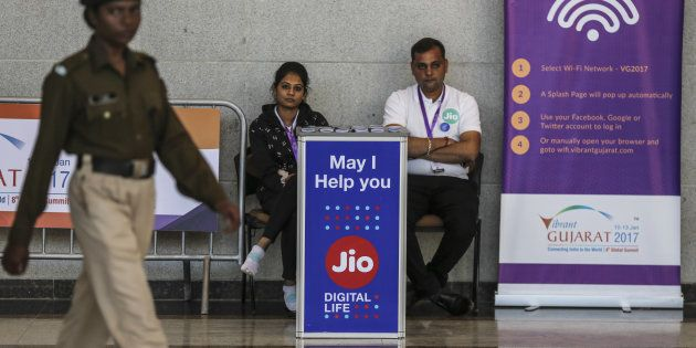 Jio To Address Congestion Issues So That It Can Become Users' 'First-SIM' Operator Of