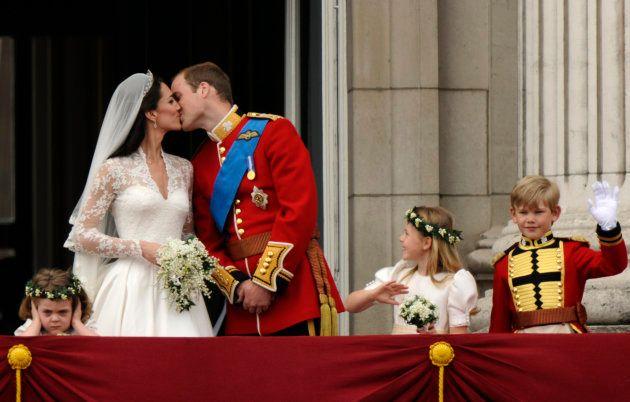 The Duke and Duchess of Cambridge kissing on the balcony at Buckingham