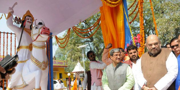 BJP Chief Amit Shah unveils the statue of Dalit King Raja Suhel Dev on February 24, 2016 in Bahraich,