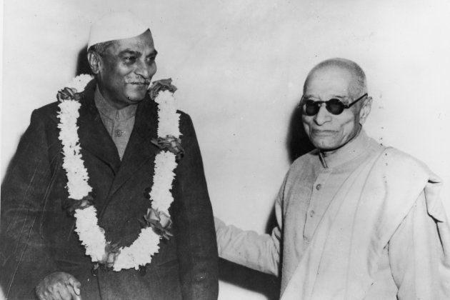 Dr Rajendra Prasad (1884 - 1964), President of India (left) with the former Governor-General Chakravarthi...
