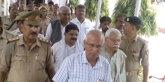 SR Darapur, Ramesh Dixit, Ram Kumar being taken away from UP Press