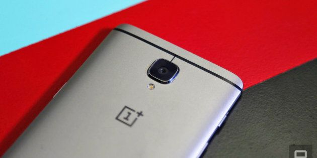 Smartphone Wars: Moto Z2 Play And OnePlus 5 To Duke It Out In The Premium Mid-Range