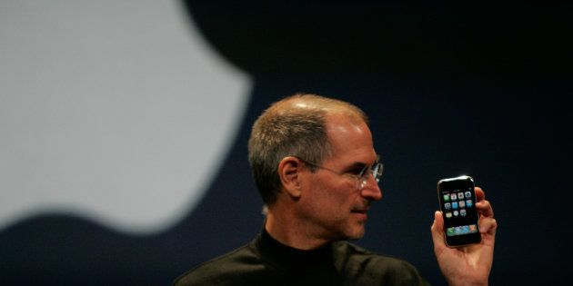 Book Excerpt: How Steve Job Had To Be Really Convinced That Making An iPhone Was A Good