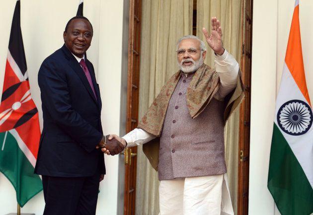 The Prime Minister, Shri Narendra Modi with the President of Kenya, Mr. Uhuru Kenyatta at Hyderabad House,...