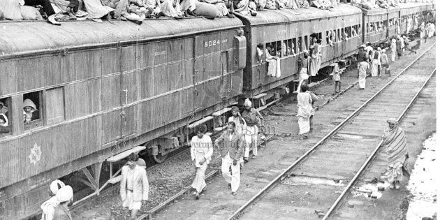 A refugee special train at Ambala Station. The carriages are full and the refugees seek room on