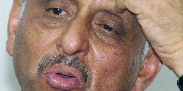 Mani Shankar Aiyar answers a question during a 'meet the press' programme in Karachi, 08 June